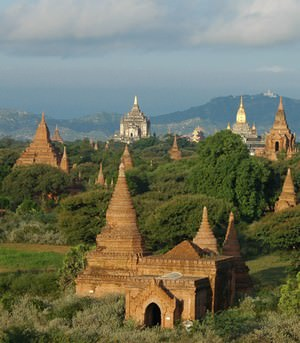 temples on Bagan plain